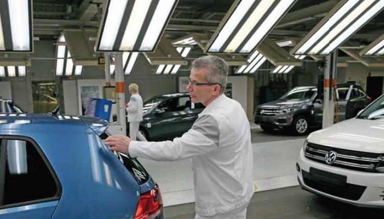 Volkswagen Werk Wolfsburg/Golffertigung, Montage, Drehgehaenge