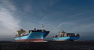 maersk-hardware-ships-parallel