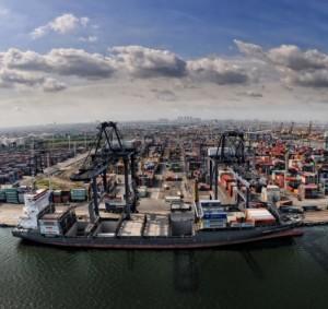 Tanjung_Priok_port