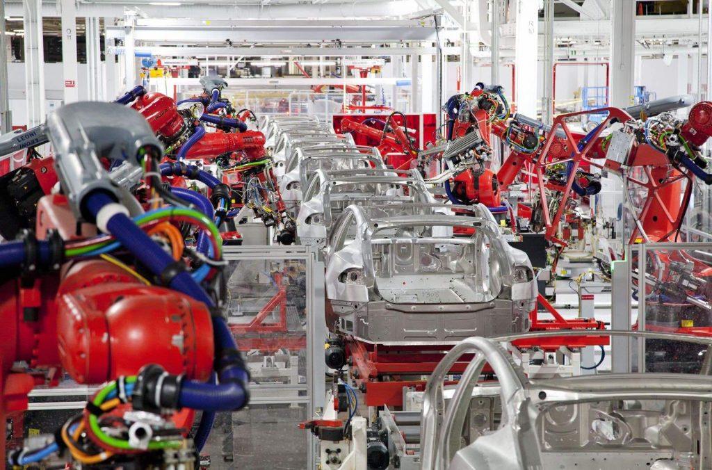 Robots-Tesla-Fremont-plant-1024x676