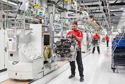 Technicians-assembling-engine-at-Porsche-v-8-factory-800x534