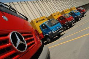 Mercedes-Benz do Brasil verkauft 550 Lkw an brasilianischen Einzelhändler Casas Bahia: Mit dem Kauf der 380 Accelo 915 C vergrößert Casas Bahia seine Fahrzeugflotte auf mehr als 1400 dieser leichten Mercedes-Benz Lkw. Alle Fahrzeuge haben einen Radstand von 4.400 mm, der für den Einsatz im Liefer- und Verteilerverkehr besonders geeignet ist. ; Mercedes-Benz do Brasil Sells 550 Trucks to the Brazilian Retail Company Casas Bahia: The purchase of the 380 Accelo 915 C trucks increases the number of this model in the Casas Bahia fleet to 1,400 units. All of these vehicles have a 4,400-mm wheelbase, making them ideal for distribution operations.;