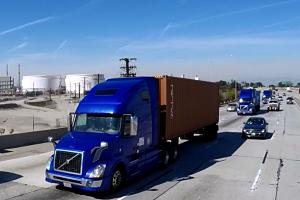 Volvo Trucks_platooning_opt