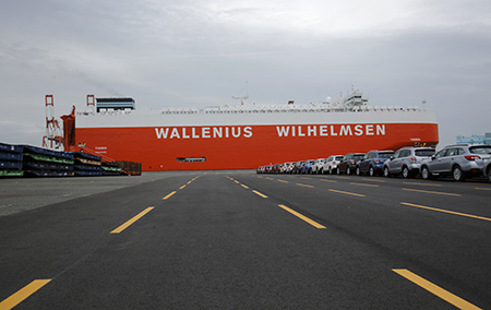 Cars-lined-up-ready-for-loading-on-to-WWL-cargo-ship