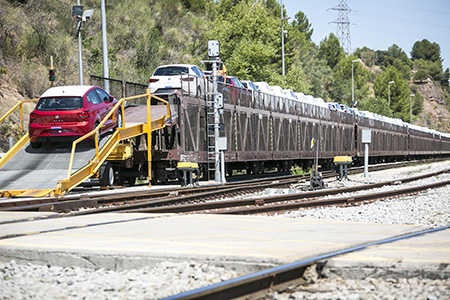 SEAT-cars-being-loaded-on-to-rail-transporter