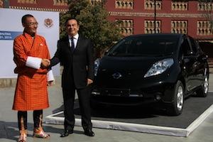 Tshering Tobgay (L) and Carlos Ghosn (R)