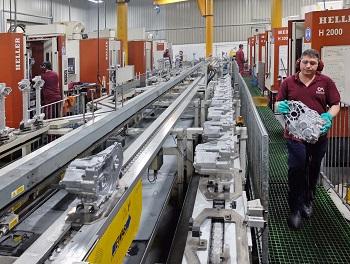 10 centros de mecanizado horizontal de Heller H2000 en la nave de producción de CastAlum