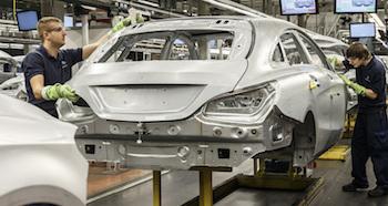 Mercedes-Benz Werk Kecskemét: Produktion CLA Shooting Brake, Rohbau ; Mercedes-Benz Kecskemét plant: CLA Shooting Brake production, body shop;